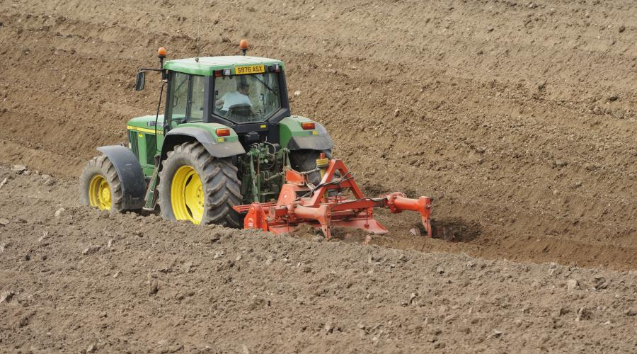 A tractor ploughing the soil ©Lorne Gill/SNH. For information on reproduction rights contact the Scottish Natural Heritage Image Library on Tel. 01738 444177 or www.nature.scot