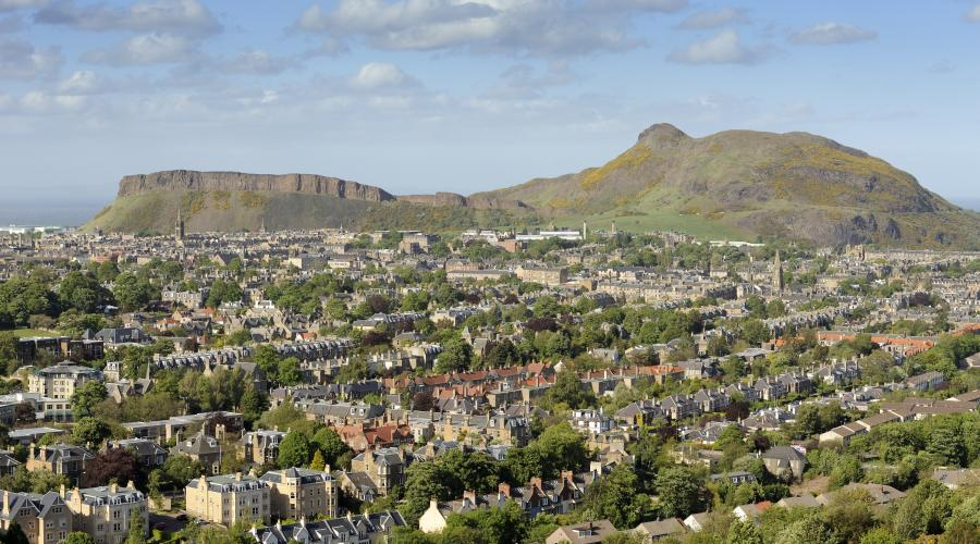 Edinburgh volcanic geology. Salisbury crag and Arthurs seat.Forth and Borders Area ©Lorne Gill/SNH. For information on reproduction rights contact the Scottish Natural Heritage Image Library on Tel. 01738 444177 or www.nature.scot