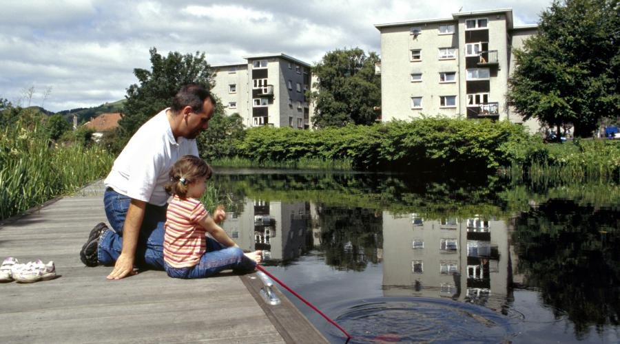 Father and daughter pond dipping, Forth & Clyde Canal, Kilpatrick ©George Logan/SNH. For information on reproduction rights contact the Scottish Natural Heritage Image Libary on tel. 01738 444177 or www.nature.scot