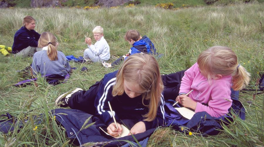 Outdoor classroom at St.Cyrus NNR, Aberdeenshire. ©Lorne Gill/SNH. For information on reproduction rights contact the Scottish Natural Heritage Image Library on Tel. 01738 444177 or www.nature.scot