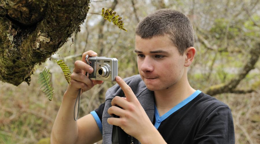 Sam Bertioli a secondary school pupil from Tarbert Academy taking part in a photography project at Claonaig woodlands. ©Lorne Gill/SNH. For information on reproduction rights contact the SNH Image Library on Tel. 01738 444177 or www.nature.scot