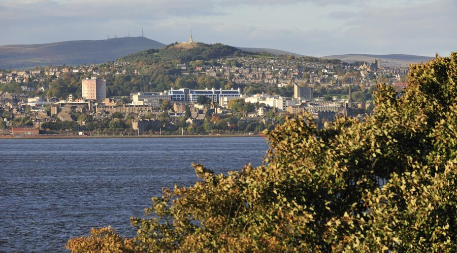 Dundee Law and the River Tay from Newport, Tayside and Clackmannanshire Area. ©Lorne Gill/SNH. For information on reproduction rights contact the Scottish Natural Heritage Image Library on Tel. 01738 444177 or www.nature.scot