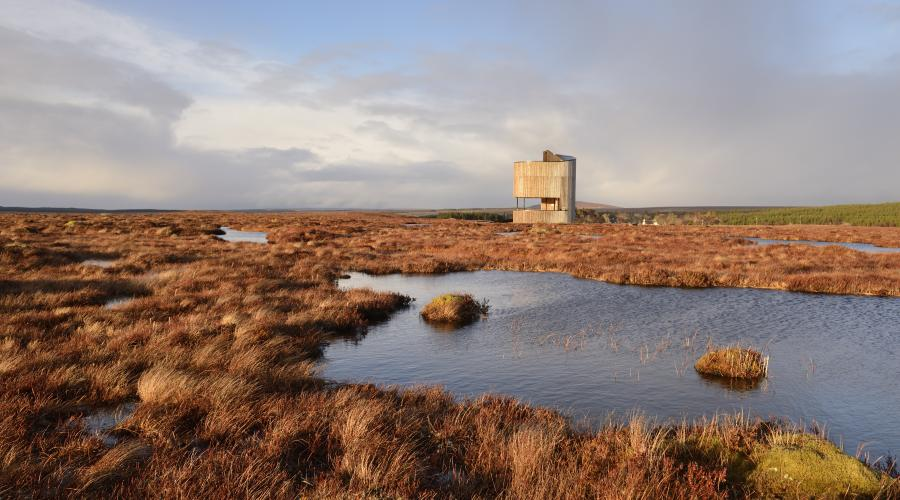 Viewing tower at Dubh lochans on the blanket bog at Forsinard Flows National Nature Reserve. ©Lorne Gill/SNH. For information on reproduction rights contact the Scottish Natural Heritage Image Library on Tel. 01738 444177 or www.nature.scot