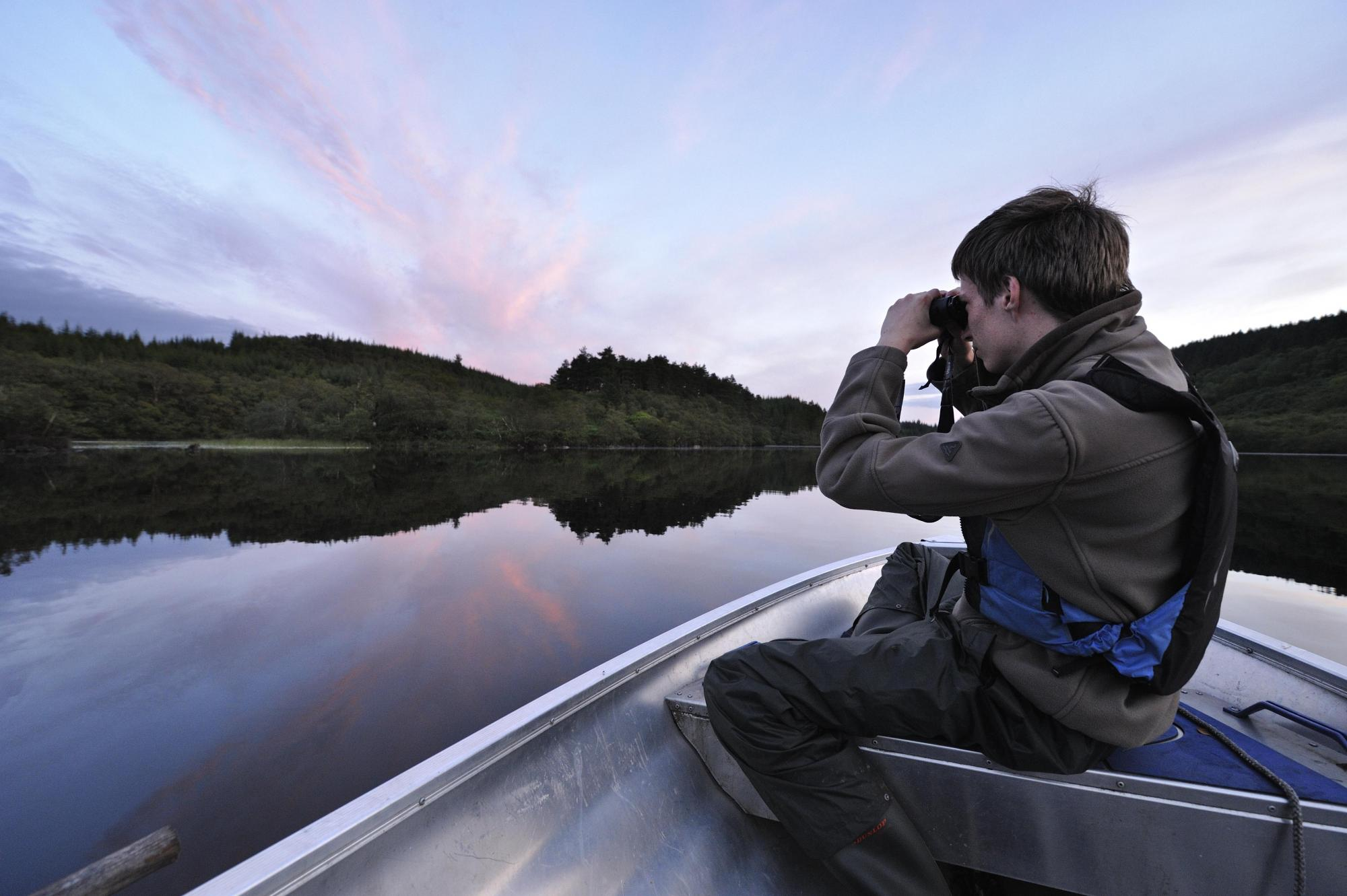 SBT volunteer and dutch zoology student scanning for beavers on Loch Linne ©Lorne Gill/SNH. For information on reproduction rights contact the Scottish Natural Heritage Image Library on Tel. 01738 444177 or www.nature.scot
