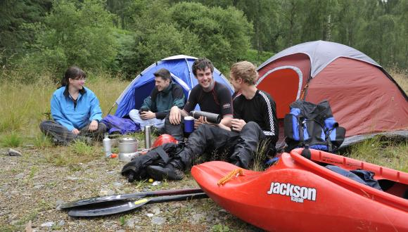 Campers at Loch Tummel. ©Lorne Gill/SNH. For information on reproduction rights contact the Scottish Natural Heritage Image Library on Tel. 01738 444177 or www.nature.scot
