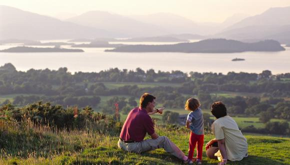 Family admiring the view over Loch lomond from Duncryne ©Lorne Gill/SNH. For information on reproduction rights contact the Scottish Natural Heritage Image Library on Tel. 01738 444177 or www.nature.scot