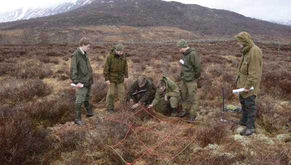 Students from the wildlife management/gamekeeping courses 3 Scottish colleges at NC & HNC levels on Wild Deer Best Parctice event at Creag Meagaidh NNR.  For information on repro rights contact the SNH Image Library on Tel. 01738 444177 or www.nature.scot