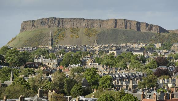 Edinburgh volcanic geology. Salisbury crag and Arthur seat. Forth and Borders Area. ©Lorne Gill/SNH. For information on reproduction rights contact the Scottish Natural Heritage Image Library on Tel. 01738 444177 or www.nature.scot