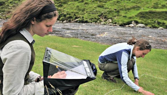 Habitat surveying.  ©Lorne Gill/SNH. For information on reproduction rights contact the Scottish Natural Heritage Image Library on Tel. 01738 444177 or www.nature.scot
