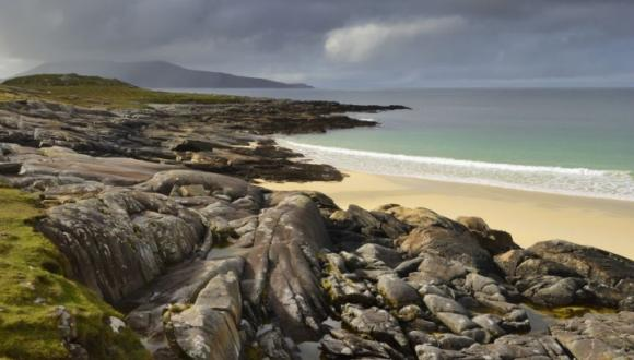 Beach in South Harris, Western Isles (Scotland). ©Lorne Gill/SNH. For information on reproduction rights contact the Scottish Natural Heritage Image Library on Tel. 01738 444177 or www.nature.scot