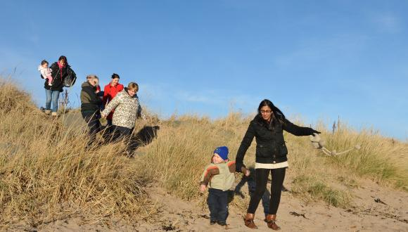 Family Fresh Air Club outing to Carnoustie beach, November 2016. ©Lorne Gill/SNH For information on reproduction rights contact the Scottish Natural Heritage Image Library on Tel. 01738 444177 or www.nature.scot