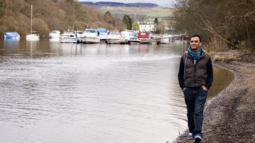 Man walking alongside Loch Lomond, with Balloch marina in background. ©beckyduncanphotographyltd/SNH. For information on reproduction rights contact the Scottish Natural Heritage Image Library on Tel. 01738 444177 or www.nature.scot